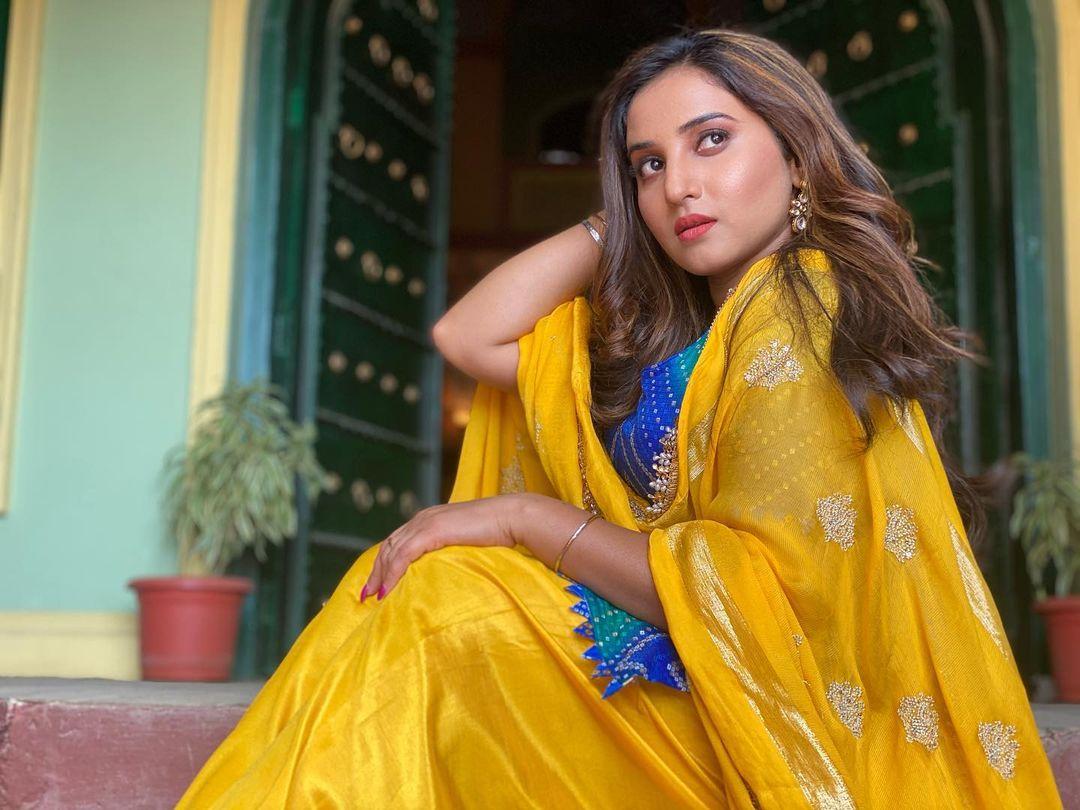 Choti Sarrdaarni fame Yuvleen Kaur rocks her 'dress to kill' on the perfect date  disclosed |  IWMBuzz Hindi