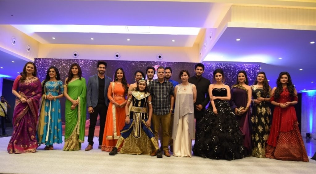 COLORS lead artists with Raj Nayak at the 5th COLORS Golden Petal Awards 2017