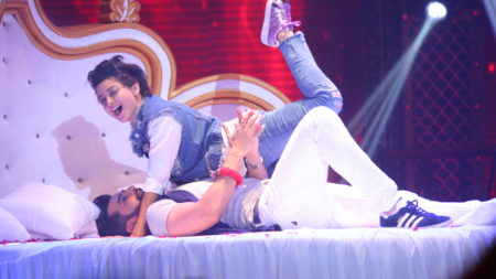 Mahi Vij & Jay Bhanushali's sensuous act on Lip Sing Battle! 2