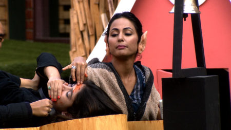 Bigg Boss 11: Hina tortures Bandagi, Shilpa with red chilli powder on face and body