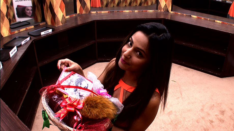 Hina Khan puts together a personalized basket for beau Rocky 1