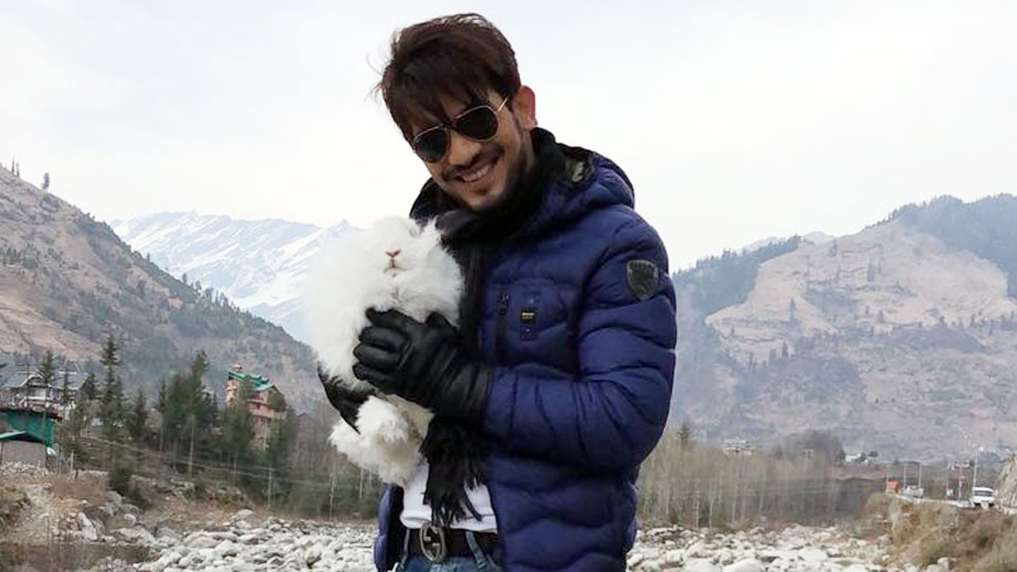 Arjun Bijlani finds a 'new' friend in Manali 1