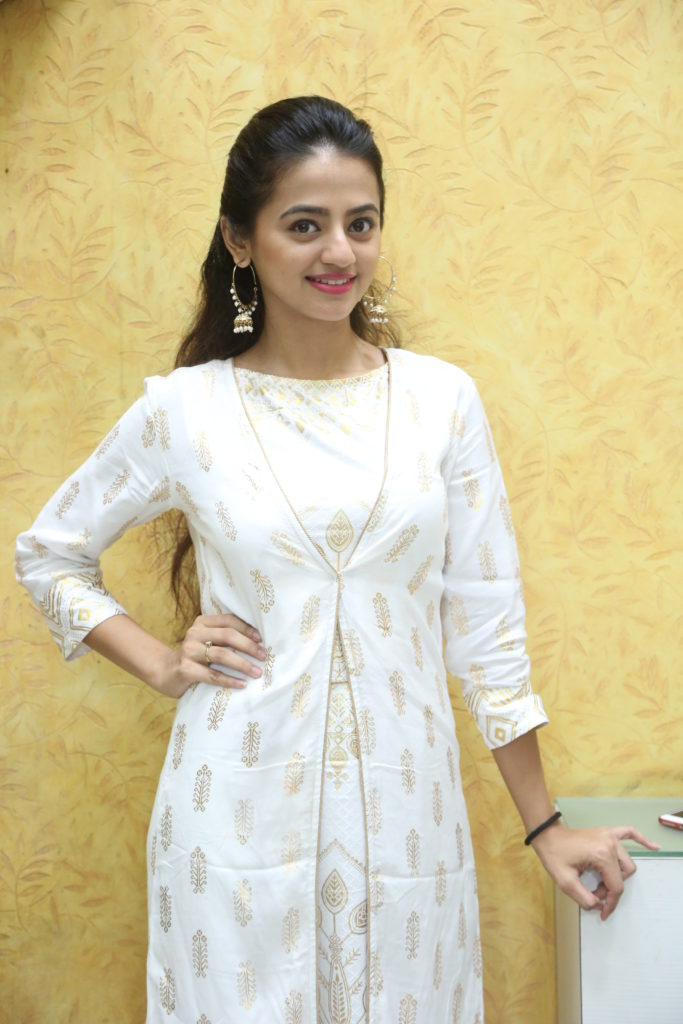 Helly Shah enjoys Live session with IWMBuzz 4