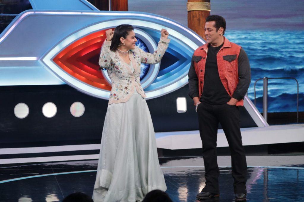 Kajol with Salman Khan in Bigg Boss 12 2