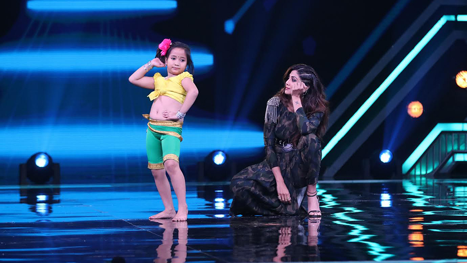 Ninorica from Siliguri beats Shilpa Shetty by doing non-stops thumkaas for more than 60 seconds