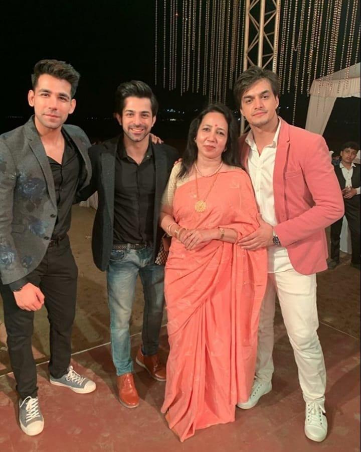 Yeh Rishta Kya Kehlata Hai actor Mohena Kumari's engagement pics 3