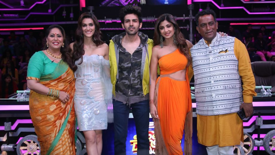 Luka Chuppi stars Kartik Aaryan and Kriti Sanon on Super Dancer Chapter 3 6