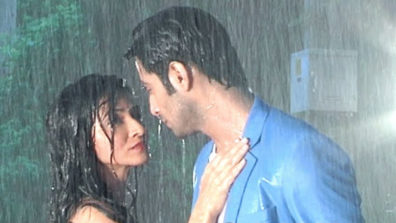 Vedika and Sahil's steamy romance under the shower in Aap Ke Aa Jane Se