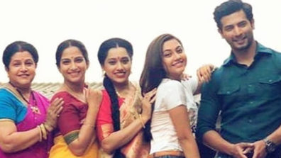 Sehban Azim turns 'teacher' for Savita, Poorva and Reem Shaikh on the sets of Tujhse Hai Raabta