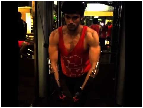 All the Ab-Tastic Moments of Parth Samthaan That Made Us Hot! 4