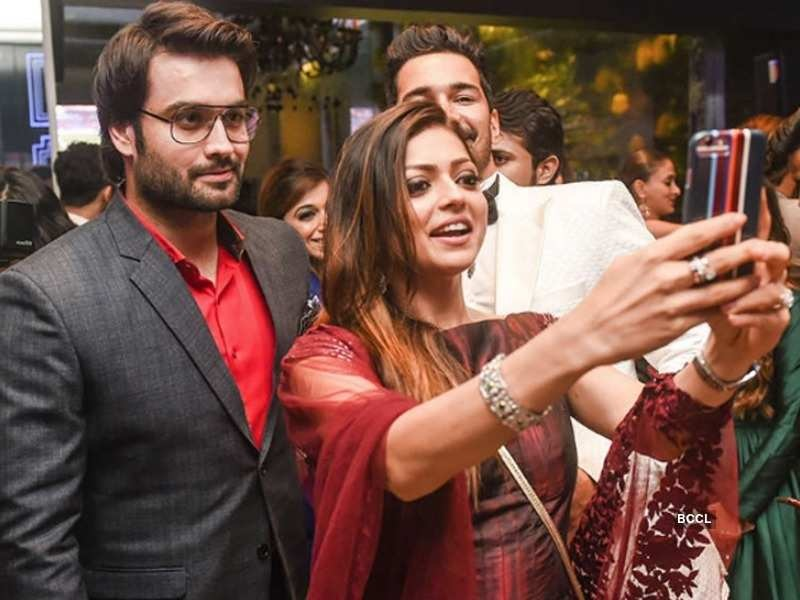 Drashti Dhami & Vivian Dsena - TV Rivals turned Friends! 3