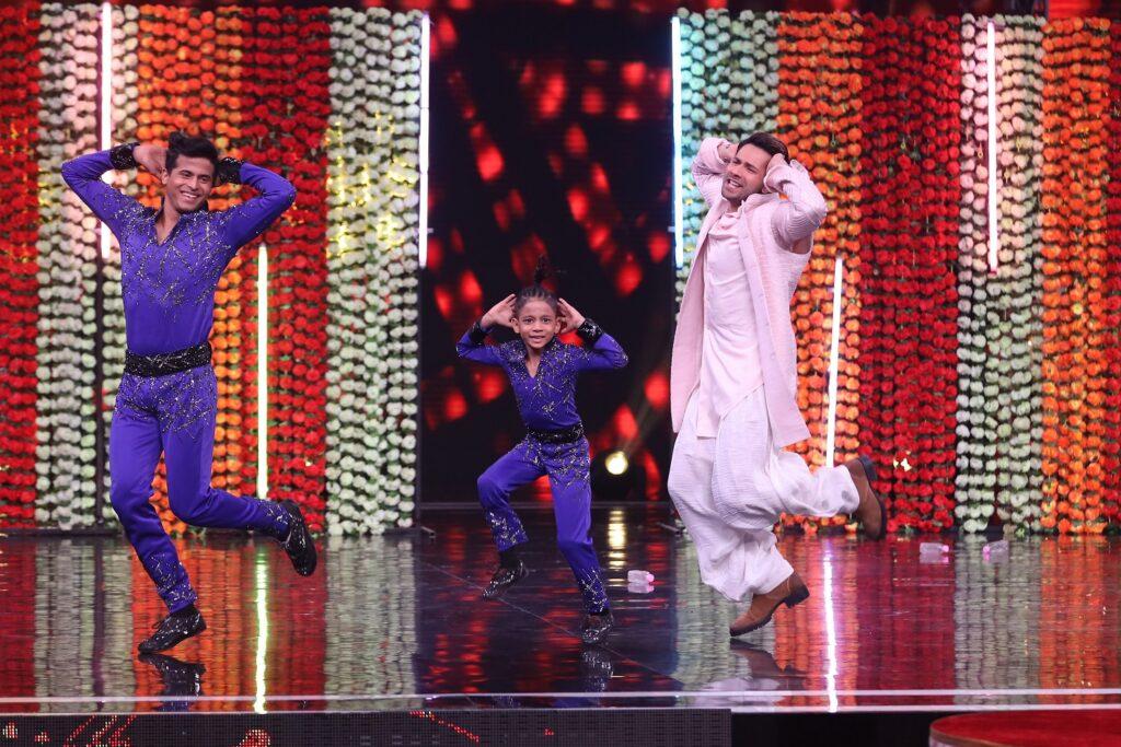 Kalank star cast graces Super Dancer Chapter 3 9