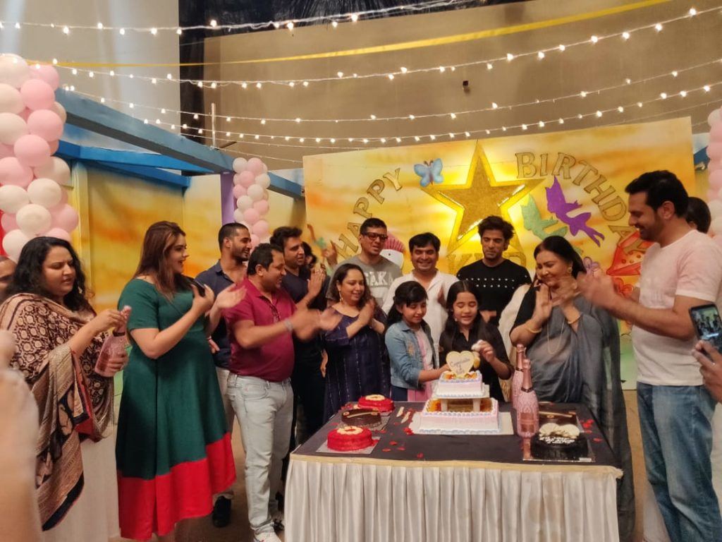 Kulfi Kumar Bajewala team celebrates one year completion 5