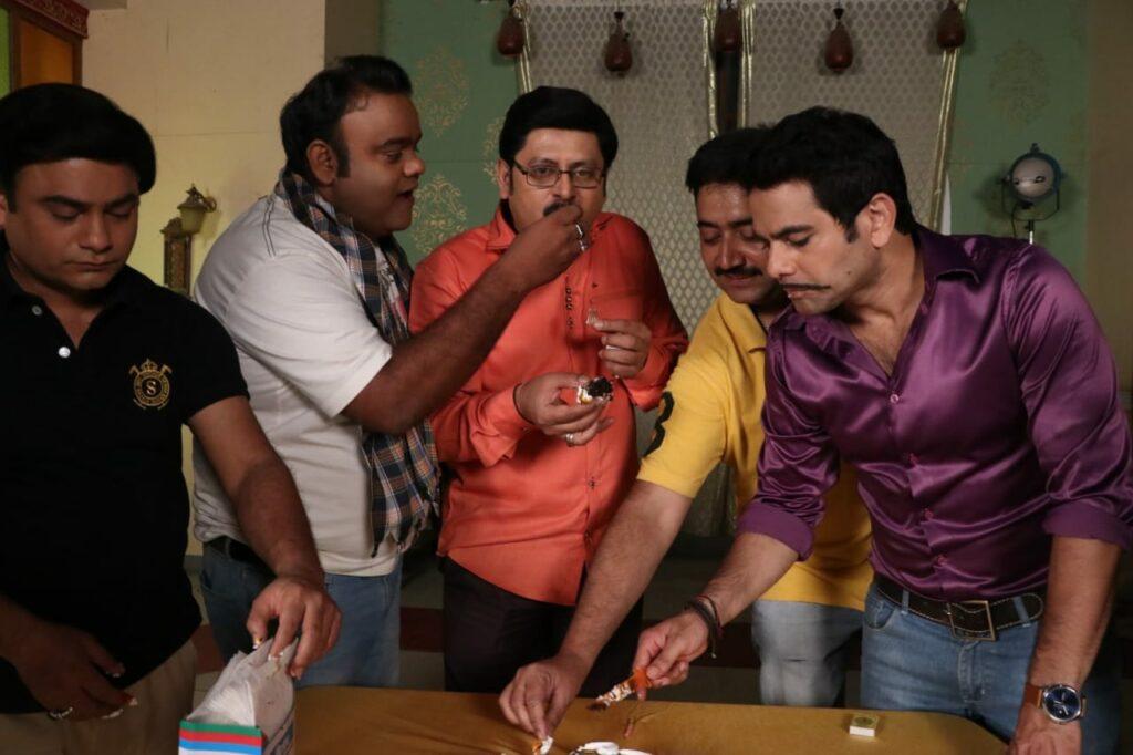 Rohitashv Gour's birthday celebration on Bhabhiji Ghar Par Hai set 11