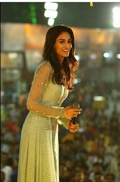 4 reasons why your perfect girl crush should be Erica Fernandes! 3