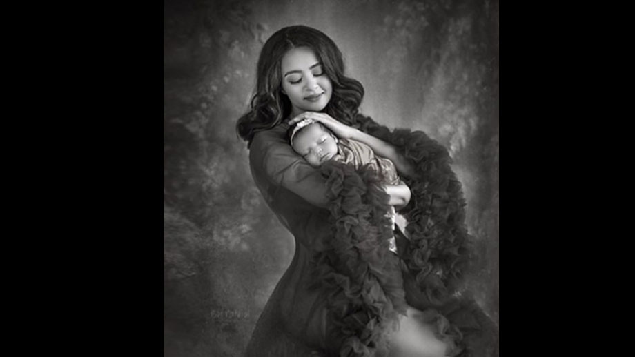 Actress Surveen Chawla shares a heartwarming picture of her daughter