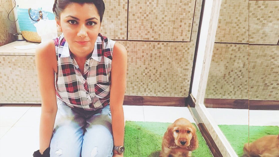 Kumkum Bhagya actress Sriti Jha plays with her dog Minchu
