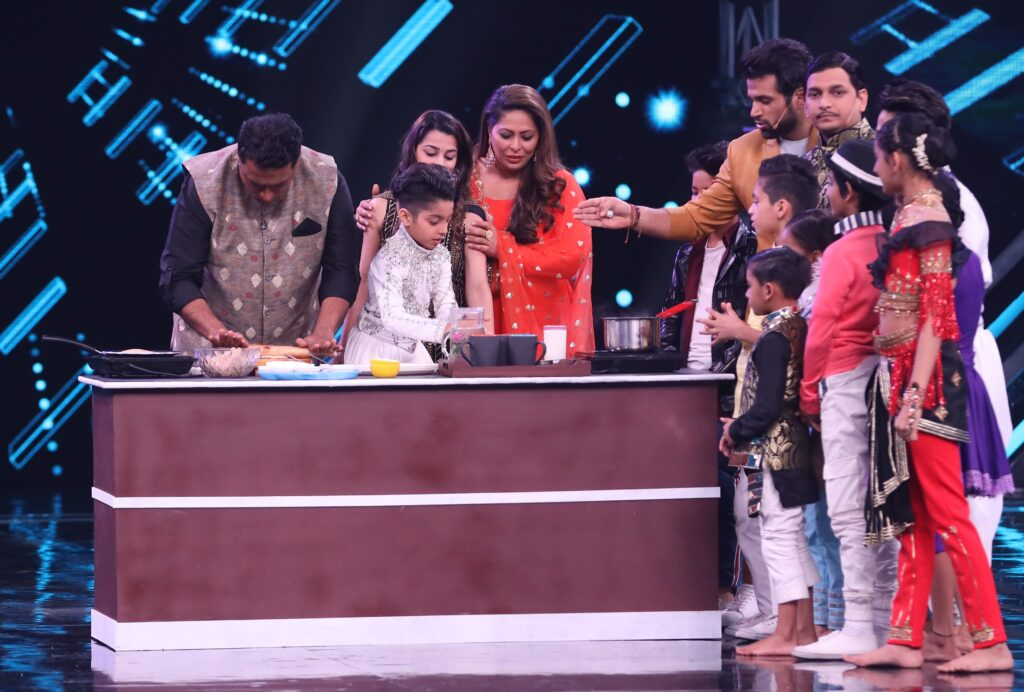 Super Dancer Chapter 3: Mother's Day special episode with Kumar Sanu 3