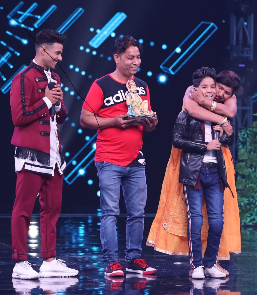 Super Dancer Chapter 3: Mother's Day special episode with Kumar Sanu