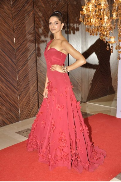 All the Stunning Red Carpet Looks of Deepika Padukone ...