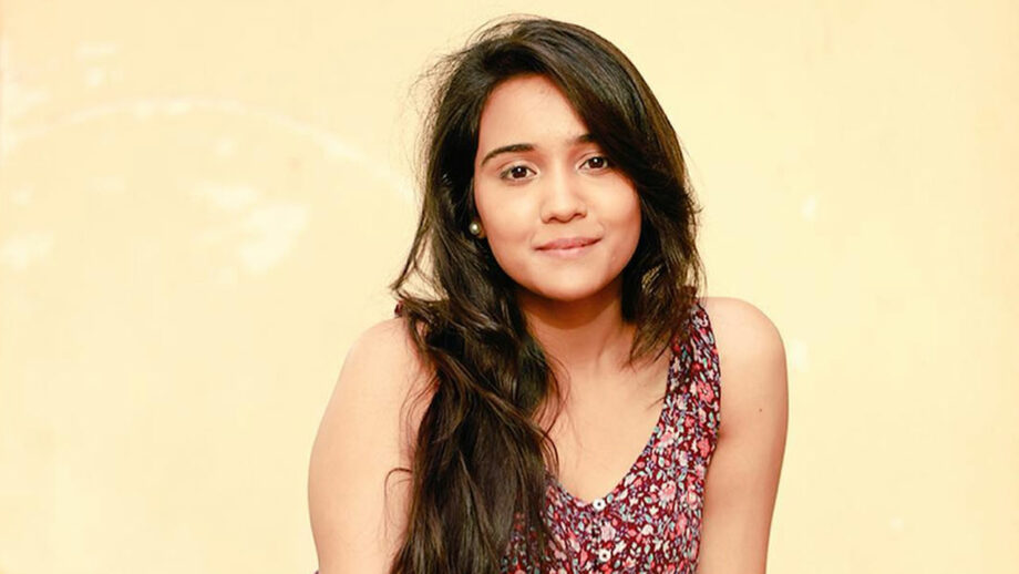 Ashi Singh enjoys Mumbai's Baarish