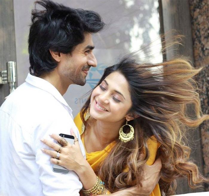 Bepannah: Aditya and Zoya's romantic moments 5