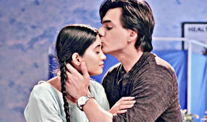Cute Couple Alert: When TV sweethearts Kartik and Naira gave us major couple goals 1