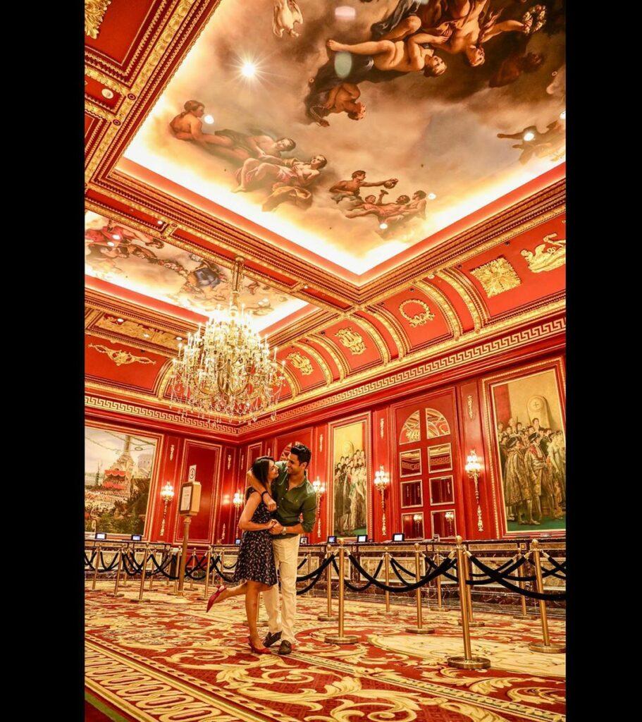 Divyanka Tripathi and Vivek Dahiya's romantic pictures from Macau 3