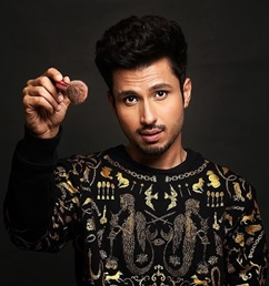Handsome hunk Amol Parashar here to instantly brighten your day 2