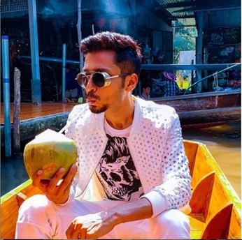 Handsome hunk Amol Parashar here to instantly brighten your day 6