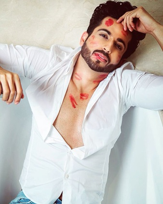 Hottest moments of Dheeraj Dhoopar because why not 3