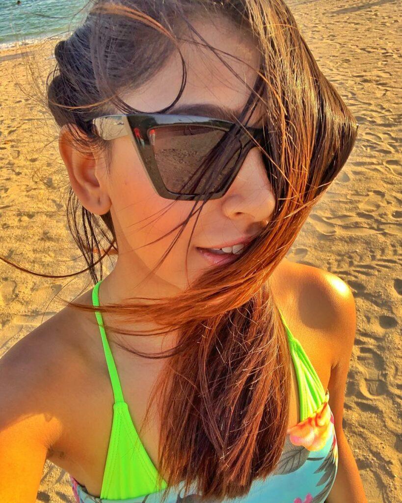 Kaisi Yeh Yaariaan star Niti Taylor and her cute selfies 2