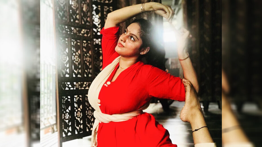 Kawach 2 actress Deepika Singh is not just a passionate actress but also an articulate dancer and here's proof