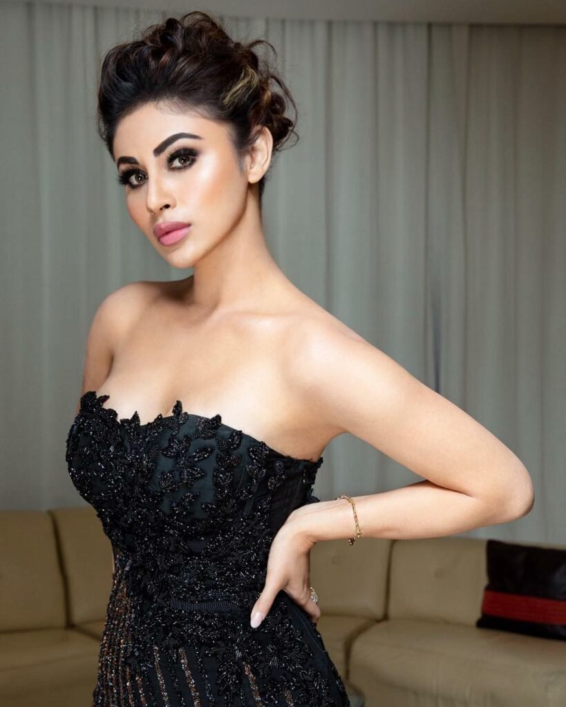 Mouni Roy slays in black outfits 7