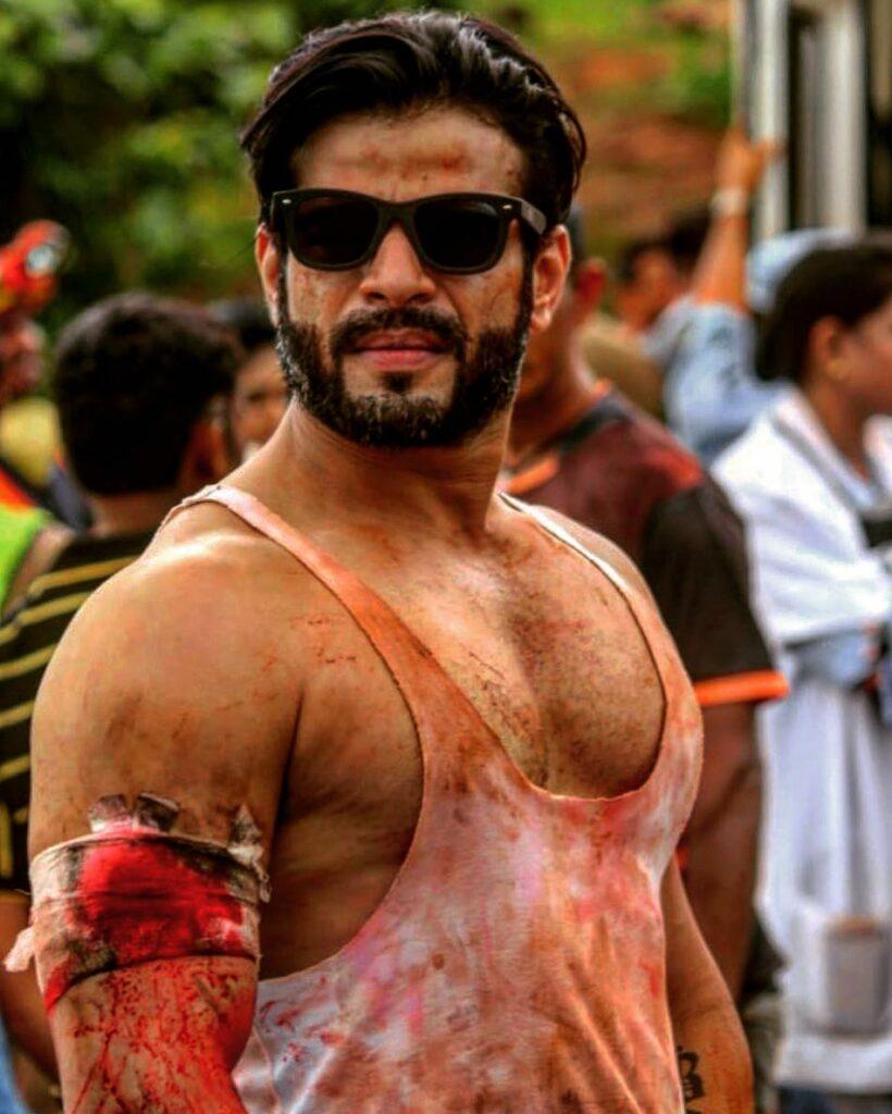 Yeh Hai Mohabbatein: Karan Patel rugged looks 4