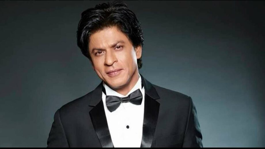 Adorable Moments That Prove Shah Rukh Khan is Just Like All of Us