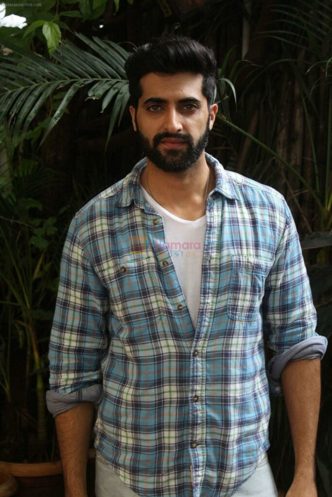 Akshay Oberoi: the uber-cool casual man 3