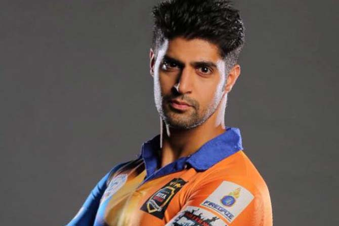 Attention Ladies! Check out this hunk of an actor from Code M, Tanuj Virwani 3
