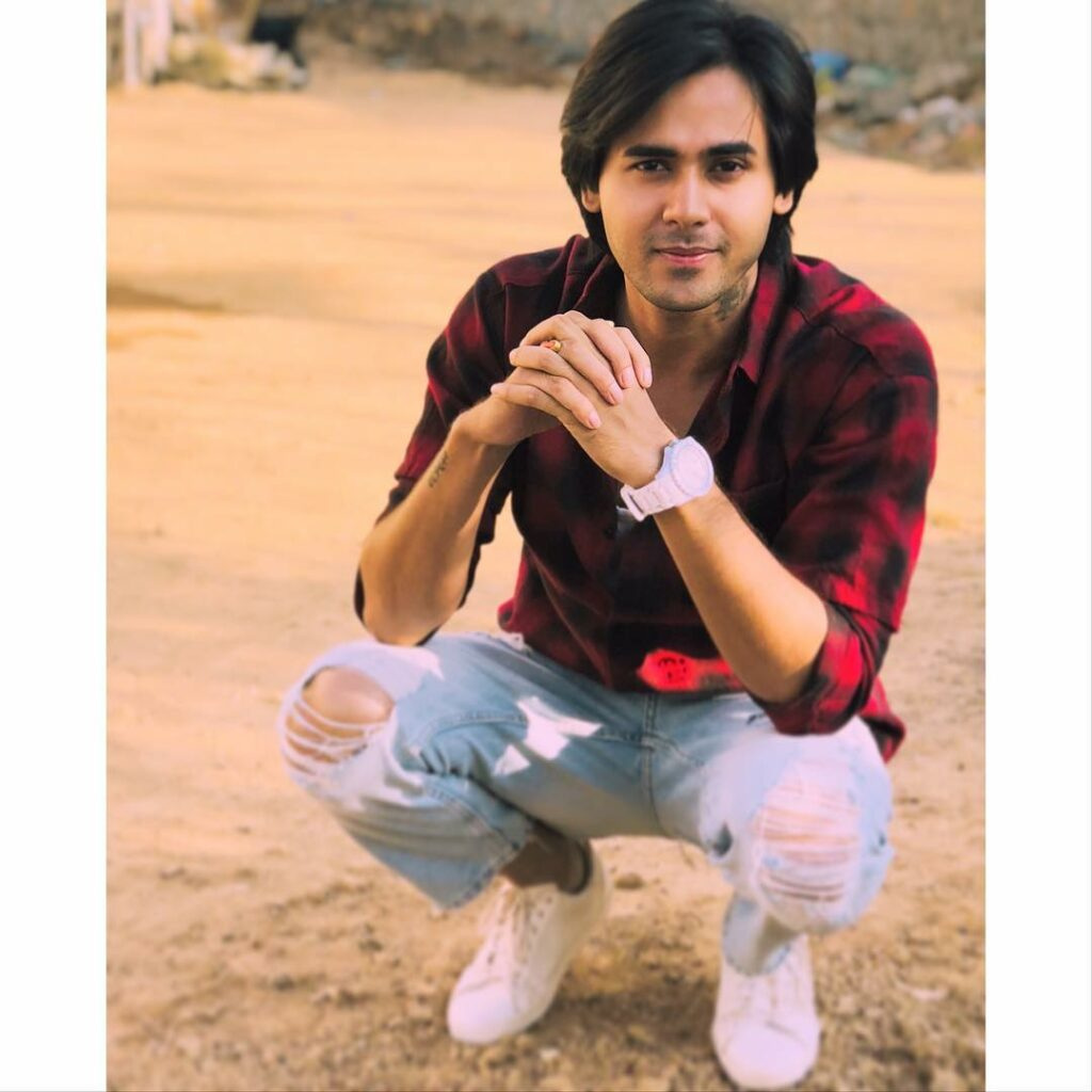 Cute and charming: Randeep Rai 5