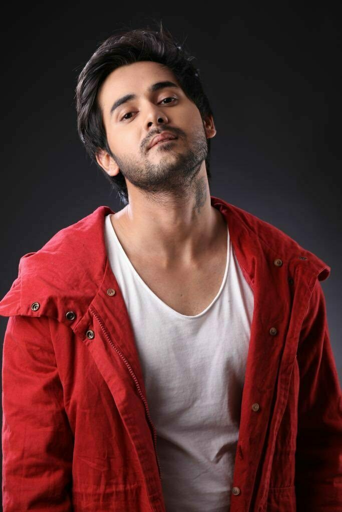 Cute and charming: Randeep Rai 6