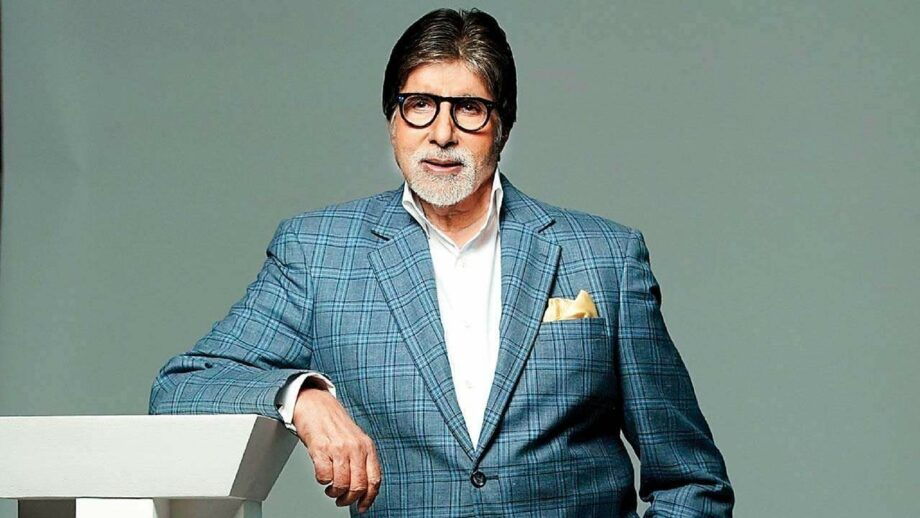 Amitabh Bachchan bleeds blue for Chelsea