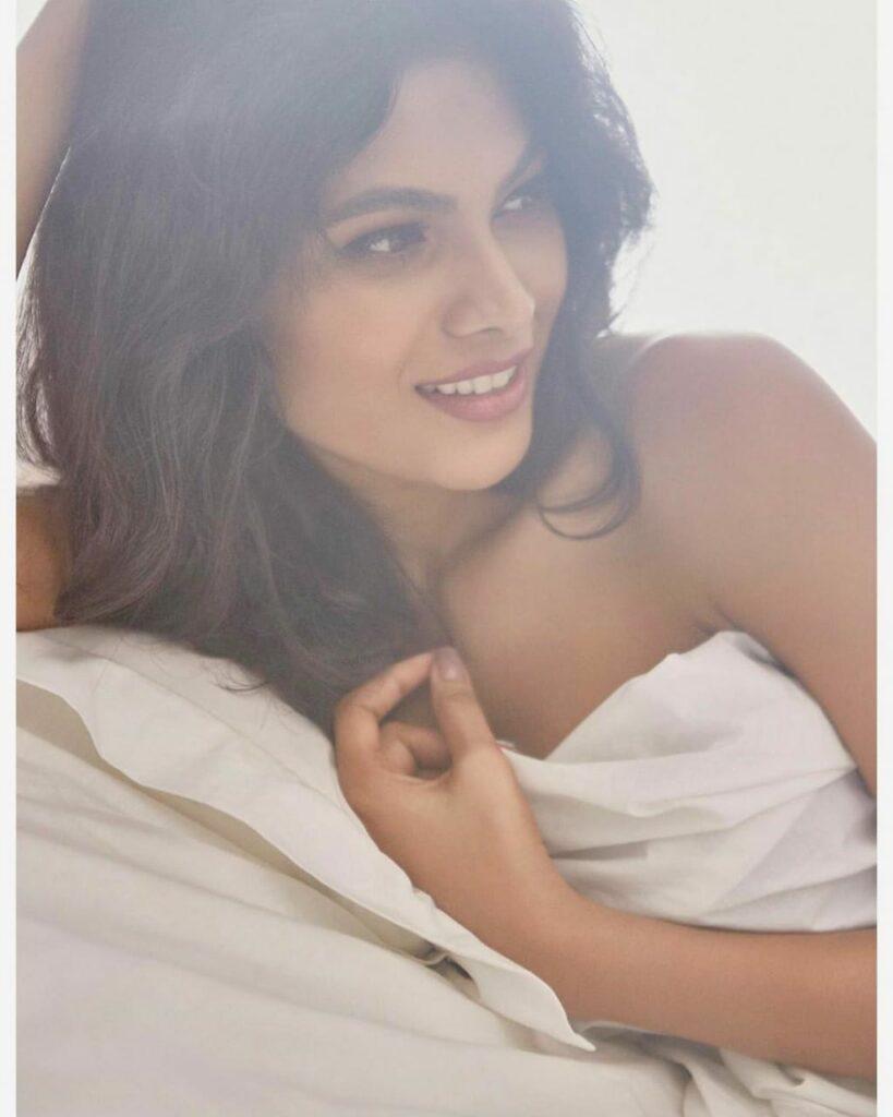 Bigg Boss fame Lopamudra Raut's sexy and sensuous avatar! 2
