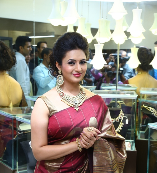 Divyanka Tripathi Fashion Game : Yay or Nay?