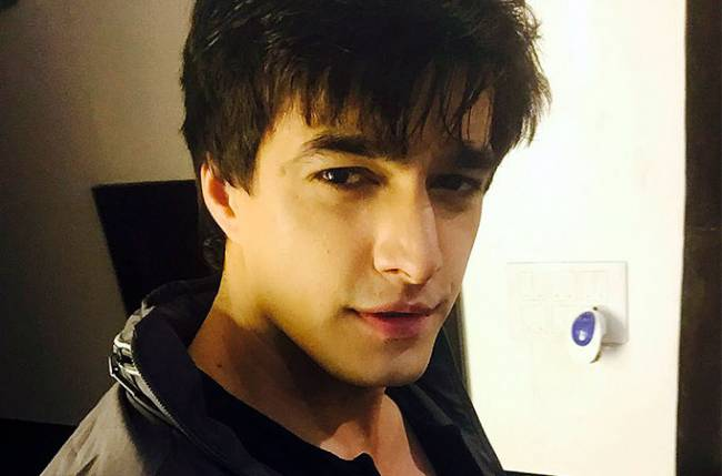 Eye-catching looks of TV's handsome hunk Mohsin Khan 2