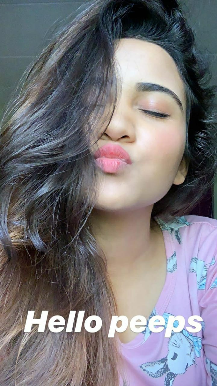 Go kissy kissy with Yeh Un Dinon Ki Baat Hai actress Ashi Singh 1