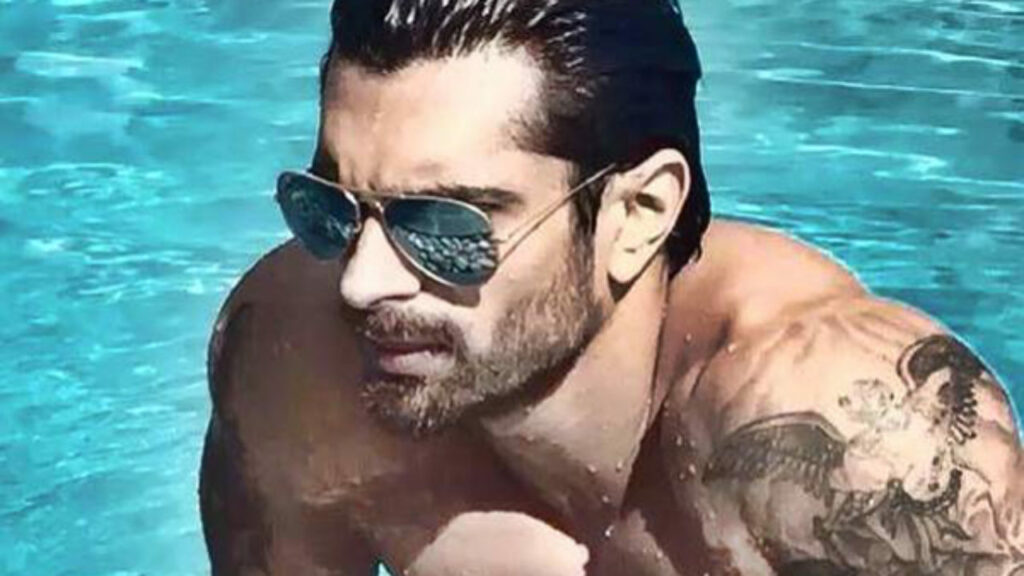 Hot moments of Karan Singh Grover to get you through the week