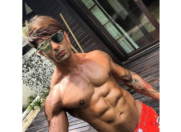 Hot moments of Karan Singh Grover to get you through the week 2