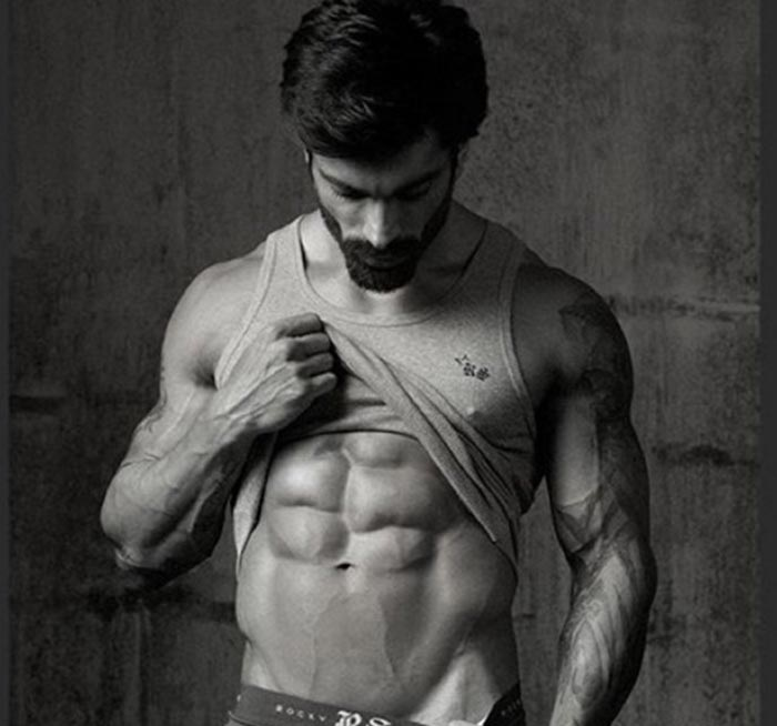 Hot moments of Karan Singh Grover to get you through the week 5