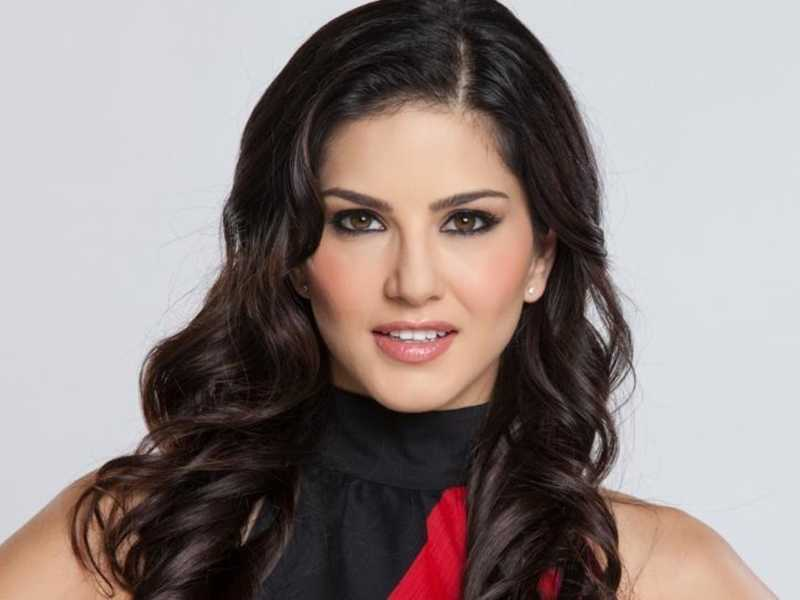 Pictures of Splitsvilla host Sunny Leone will give you style goals  7
