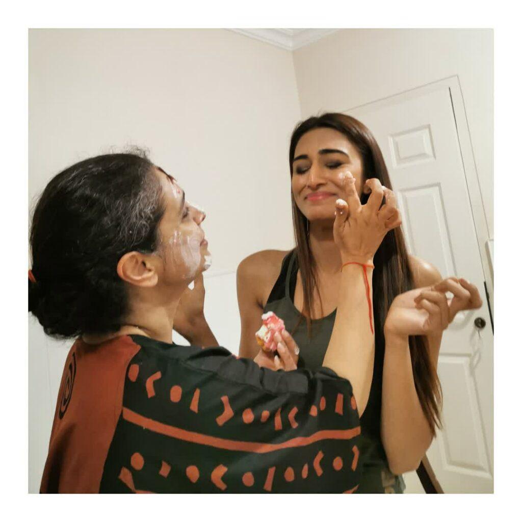 Shaheer Sheikh, Erica Fernandes celebrated on-screen mother Supriya Pilgaonkar's birthday 3